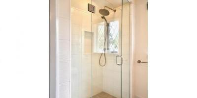 1682-beach-dr-bathroom-upper
