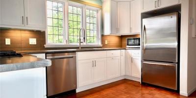 1682-beach-dr-kitchen